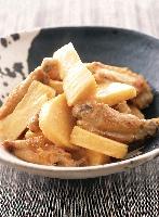 鶏手羽中とタケノコのみそ煮