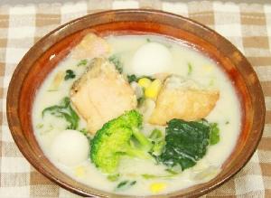 たっぷり冬野菜とうずら鮭の豆乳シチュー